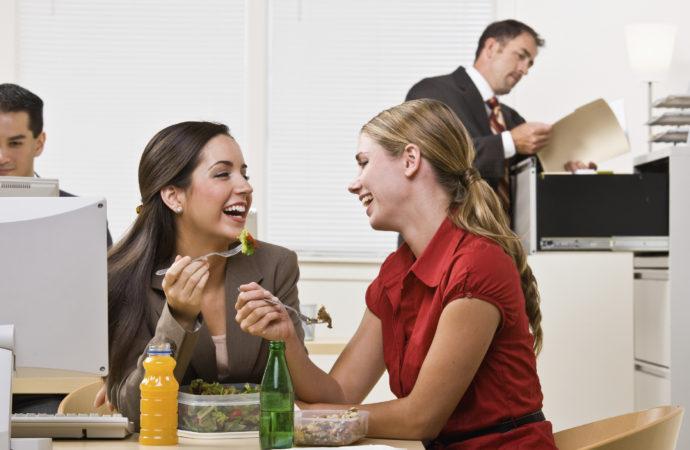 Consejos para cuidar tu bolsillo a la hora de almorzar en la oficina