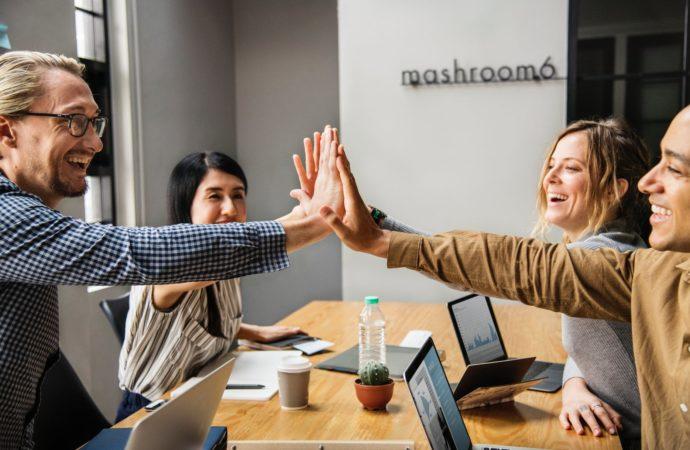 ¿Cómo puedes mejorar las relaciones laborales en tu empresa?
