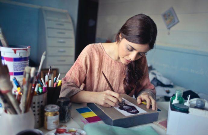 Descubre los beneficios del arteterapia en tu productividad laboral