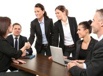 Conoce qué es una entrevista laboral de panel y cómo prepararte para ella